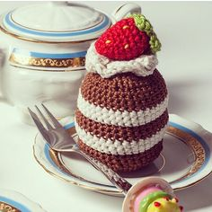 Mmmmm... Crochet chocolate cake with a strawberry topping :9