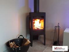 Schitterend project, deze houtkachel van Jøtul de F163 in een zwarte uitvoering. Stove, Home Appliances, Wood, Fire, House Appliances, Range, Woodwind Instrument, Timber Wood, Appliances