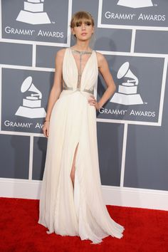 Taylor Swift arrives at the 55th Annual GRAMMY Awards
