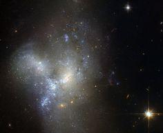 Il telescopio Hubble propone le immagini della fusione di galassie in Eridanio | helzapopping