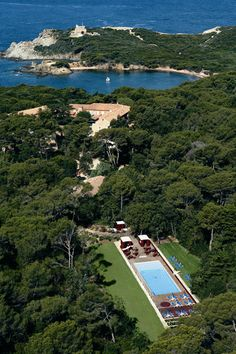 simply incredible place where you can sleep, eat, drink, swim, ride, have a break on http://www.langoustier.com/