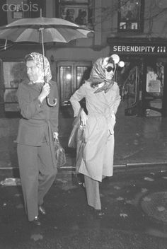 Jackie Onassis at Serendipity 3 in New York Jackie Kennedy Onassis leaving Serendipity 3 restaurant wearing a scarf over her hair and dark sunglasses. Date Photographed:December 05, 1973.http://en.wikipedia.org/wiki/Jacqueline_Kennedy_Onassis ❤✾❤