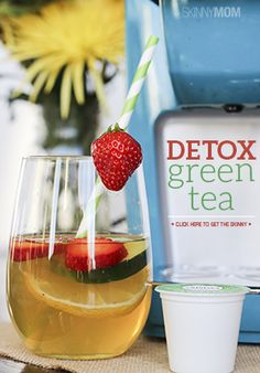 This Detox Green Tea is a totally fresh, fruity way to get my system feeling all back to normal and back in business! Smoothie Drinks, Detox Drinks, Healthy Smoothies, Healthy Drinks, Healthy Tips, Healthy Choices, Healthy Snacks, Healthy Recipes, Green Tea Detox