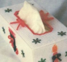 Christmas-Ornaments-and-Snowflake-Tissue-Box ~ free pattern