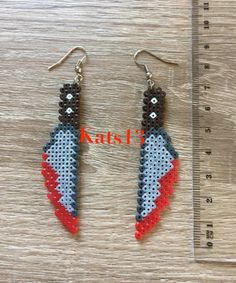 boucles d'oreilles couteau ensanglanté perles hama mini fait main Pixel Art Perler Bead Designs, Perler Bead Templates, Diy Perler Beads, Pearler Beads, Kandi Patterns, Perler Patterns, Beading Patterns, Pixel Beads, Fuse Beads
