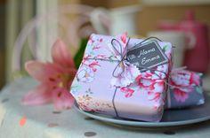 Muttertagsgeschenk hübsch verpackt, kreative Geschenkverpackung zum Muttertag