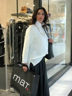 2a5fda9a37b The top model Noni Dounia looks amazing in this mat skirt. Leather like  maxi skirt by Mat. fashion Real Size Plus Size Fashion