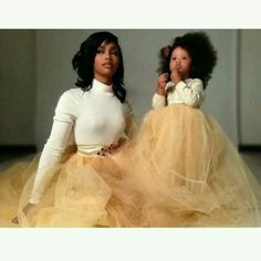 The word is out - moms like to dress up their daughter as their little dolls. Check out these mother and daughter outfits! Mother Daughter Photos, Mother Daughter Outfits, Mommy And Me Outfits, Future Daughter, Daughter Love, Mother Daughters, Family Outfits, Black Is Beautiful, Beautiful Babies