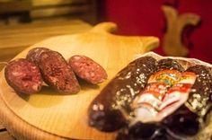 I boudin rientrano tra i grandi classici della tradizione valdostana e ancora oggi vengono preparati osservando scrupolosamente le antiche ricette tramandate da generazioni. Confezione sottovuoto 200 gr.