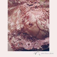 Sábado foi dia de mais uma madrinha ficar linda vestindo um dress do Ateliê Nayara Rocha! Esse foi todo bordado e feito aplicações de flores 3D! Ficou um sonho!!! 😍😍 #atelienayararocha #madrinhadecasamento #bordados #feitoamao #fashiondesign