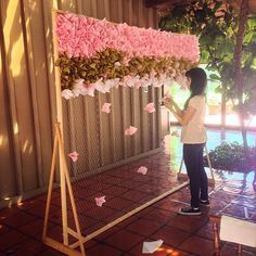 DIY Photobooth Backdrop Wall (video) diy backdrop A DIY Photo booth Backdrop Wall Diy Photo Booth Backdrop, Photo Booth Background, Diy Wedding Backdrop, Wall Backdrops, Diy Wedding Decorations, Diy Photobooth, Flower Backdrop, Diy Backdrop Stand, Diy Wedding Photo Booth