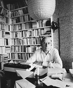 Michel Foucault, né le 15 octobre 1926 à Poitiers http://manufacturedeslettres.tumblr.com/post/64110903243/publication-de-manufacture-des-lettres