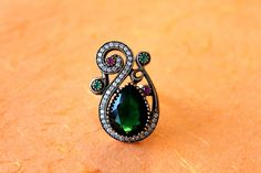 The precious twirl ring with artificial emerald and cubic zirconia accents ( Ring Size 7.5)