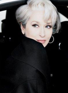 Ms cancer - Meryl Streep as Miranda Priestly. The Devil Wears Prada. Love her hair! Pretty People, Beautiful People, Beautiful Life, Corte Y Color, Devil Wears Prada, Ageless Beauty, Aging Gracefully, Grey Hair, White Hair