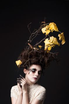 Branches in the hair Halloween hairstyle on A Handful of Stories. Halloween Hairstyle, Halloween Makeup, Halloween Series, Macabre, Cool Pictures, Makeup Looks, Branches, Edward Scissorhands, Nature