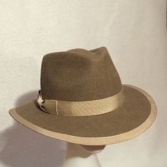 Using hat blocks BB77 and CB117 Emma Brennan made this fabulous hat.