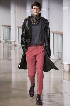 Hermès Fall 2016 Menswear Fashion Show : Hermès Fall 2016 Menswear Collection - Vogue The complete Hermès Fall 2016 Menswear fashion show now on Vogue Runway. Fashion Week, Runway Fashion, Fashion Show, Fashion Outfits, Fashion Design, Men's Fashion, Fashion Night, Unisex Fashion, Fashion Styles
