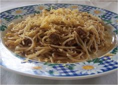 A simple dish using canned Spanish Style tinapa (smoked fish) flakes, herbs, olive oil and spaghetti pasta topped with grated edam cheese. Edam Cheese, Cheese Food, Pasta With Herbs, Fish Pasta, Smoked Fish, Filipino Dishes, Spanish Style, Flakes, Pasta Recipes