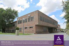 Edifício de aulas para as Faculdades de Humanidades, Ciências Econômicas e da  Administração da Universidade Adventista del Prata (UAP), Argentina. Fotografia: www.uapar.edu