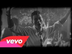 """WATCH: Arctic Monkeys Get Sweaty In Swoon-Worthy """"Arabella"""" Music Video"""