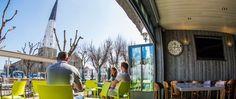 Hotel ile de re. Notre hôtel-restaurant de charme vous accueille à Ars-en-Ré. Venez profiter de notre ambiance chaleureuse et conviviale. Hotel Restaurant, Warm, Glamour
