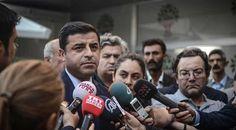 Ankara'da gerçekleşen katliam sonrası İstanbul programını iptal ederek Ankara'ya giden HDP Eş Genel Başkanı Selahattin Demirtaş, katliamı