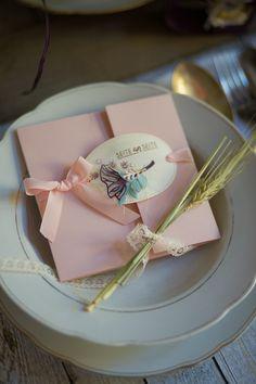 Auf diesem Blog zeige ich Anleitungen zu meinen handgemachten Werke aus Papier wie Karten und Geschenkverpackungen.