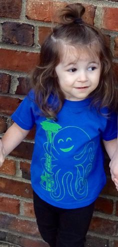 Does your kiddo need a cute Seattle shirt to show their blue and green pride? This octopus hugging the Space Needle is perfect. Get one today!
