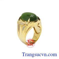 Nhẫn nam nephrite quyền lực được kết hợp ngọc cẩm thạch thiên nhiên và vàng tây 14k. Thiết kế mạnh mẽ, các chi tiết được tạo điểm nhấn bằng đá Cz lấp lánh. Ngọc cẩm thạch thiên nhiên mang đến cho người dùng sự may mắn và thành công. Nhẫn nam nephrite quyền lực.
