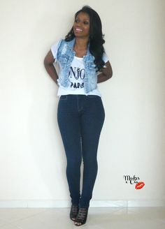Look noite com colete jeans lá no blog!! Www.makesecia.com