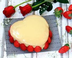 Pastel corazón de chocolate blanco y fresas Party Cakes, How To Make Cake, Cupcakes, Menu, Pudding, Sweets, Cheese, Baking, Desserts