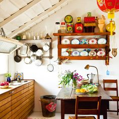 Sweet kitchen-have that table but no room in my kitchen for it