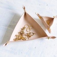 DIY LEATHER JEWELRY DISH «  a pair & a spare