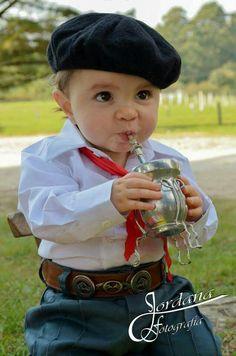 Little boy dressed up as a gaucho drinking mate (typical Argentinian infusion) Precious Children, Beautiful Children, Beautiful Babies, Rio Grande Do Sul, Little People, Little Boys, Cute Kids, Cute Babies, Yerba Mate Tea