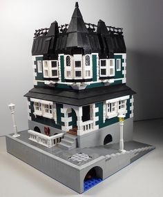 House above a pub - love the colors and different height - #lego #brickadelics #building #pub