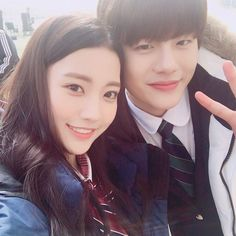 Bomin Golden Child and Child Actress Jung Dabin Actresses With Black Hair, 3 Lions, Child Actresses, Woollim Entertainment, Child And Child, Golden Child, Sweet Couple, Beautiful Actresses, Childhood Memories