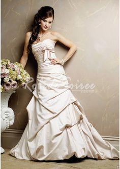 Robe de Mariée Bustier-Une ligne de robe bustier en satin mariage à l\'église