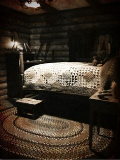 how perfect is this? Ocean waves quilt and a braided rug? noooo....there are spiders hiding in those dark corners!