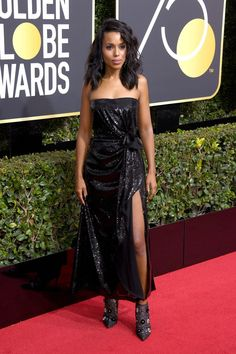 See the best celebrity red carpet fashion from the 2018 Golden Globes. Celebrities like Reese Witherspoon, Gal Gadot, and Saoirse Ronan hit the red carpet in their most stylish outfits. Check out the jaw-dropping red carpet dresses and looks, ahead. Celebrity Style Casual, Wearing All Black, Celebrity Red Carpet, Red Carpet Looks, Red Carpet Dresses, Golden Globes, Celebs, Celebrities, Red Carpet Fashion