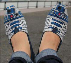 #StarWars R2-D2 kicks.