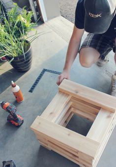 Summer DIY Challenge with The Home Depot // Building a Cedar Bench with Built In Planters Planter Bench, Diy Planter Box, Diy Bench, Diy Planters, Diy Pallet Projects, Home Projects, Potager Palettes, Cedar Bench, Diy Furniture Cheap