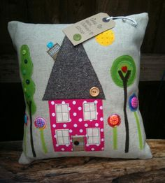 Dollydoo on Facebook  ... cute stuff Country Interiors, Little Houses, Comforters, Projects To Try, Trees, Birds, Throw Pillows, Quilts, Money