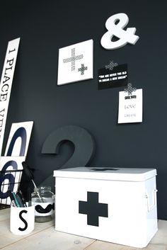 Via Ensuus | Black and White | Ampersand 2 6 | Cross | Styling