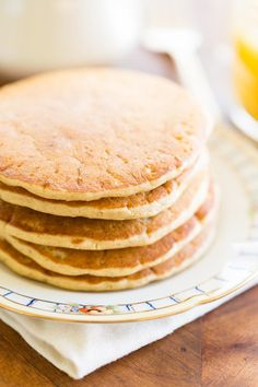 Just like classic buttermilk pancakes, but made with oat flour, these delicious oat flour pancakes will please even the pickiest breakfast eater. Use gluten free oat flour to make them completely gluten free. Oat Flour Pancakes, Oatmeal Pancakes, Buttermilk Pancakes, Oat Muffins, Waffles, Gluten Free Oats, Gluten Free Flour, Gluten Free Recipes, Sin Gluten
