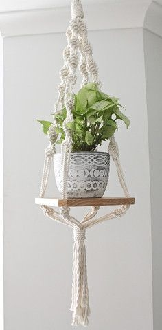 Vintage Macrame Plant Hanger Ideas 75 - My Many Projects :D - Diy Macrome Macrame Art, Macrame Projects, Macrame Knots, Plant Projects, Micro Macrame, Macrame Plant Holder, Plant Holders, Diy Macramé Suspension, Suspension Vintage