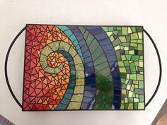 Nice tray or table top mosaic Mosaic Tray, Mirror Mosaic, Mosaic Tiles, Mosaic Crafts, Mosaic Projects, Art Projects, Mosaic Designs, Mosaic Patterns, Stone Mosaic