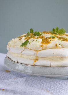 Limoncello, Cookie Desserts, No Bake Desserts, Meringue Pavlova, Pie Cake, High Tea, Camembert Cheese, Sweet Tooth, Favorite Recipes