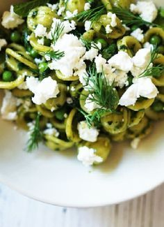 Low FODMAP & Gluten free Recipe - Spinach pesto pasta with olives http://www.ibssano.com/low_fodmap_recipe_spinach_pesto_pasta_olives.html