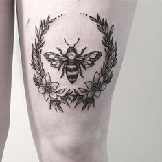 The circular Black and Grey Inked Bee Tattoo Design. Source by Cute Bee Tattoo Ideas The circular Black and Grey Inked Bee Tattoo Design. Bumble Bee Tattoo, Honey Bee Tattoo, Body Art Tattoos, Small Tattoos, Sleeve Tattoos, Cool Tattoos, Tattoo Art, Tattoo Frame, Tatoos
