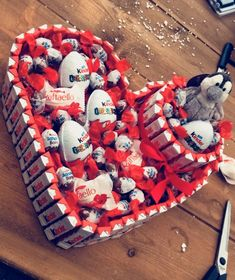 The Effective Pictures We Offer You About DIY Anniversary couple A quality picture can tell you many things. Chocolate Hearts, Chocolate Gifts, Presents For Boyfriend, Boyfriend Gifts, Coffee Wedding Favors, Diy And Crafts, Crafts For Kids, Bar A Bonbon, Romantic Surprise